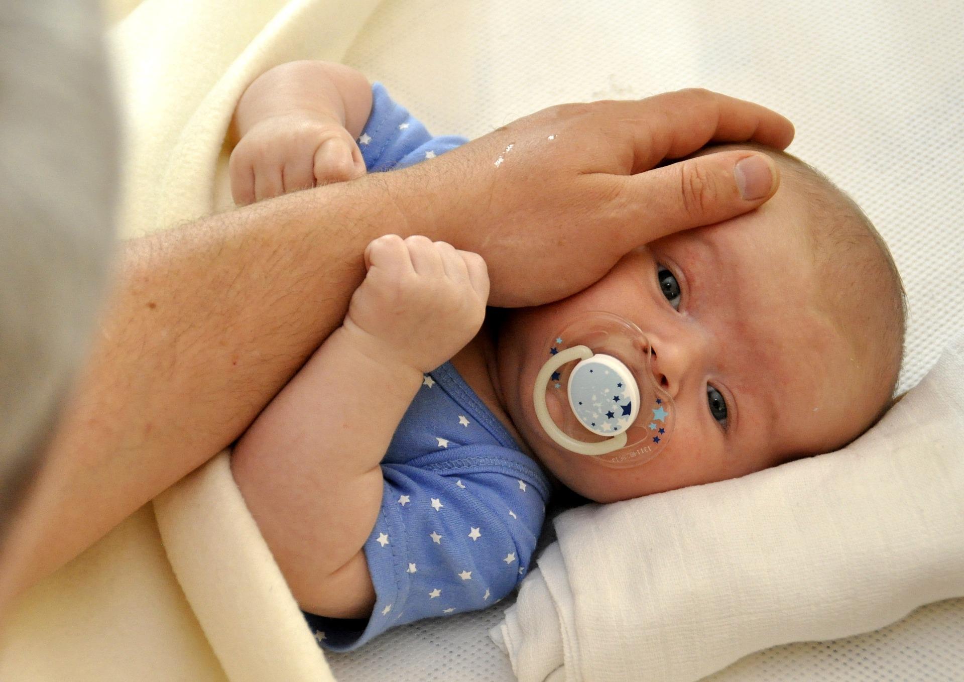 ležící miminko