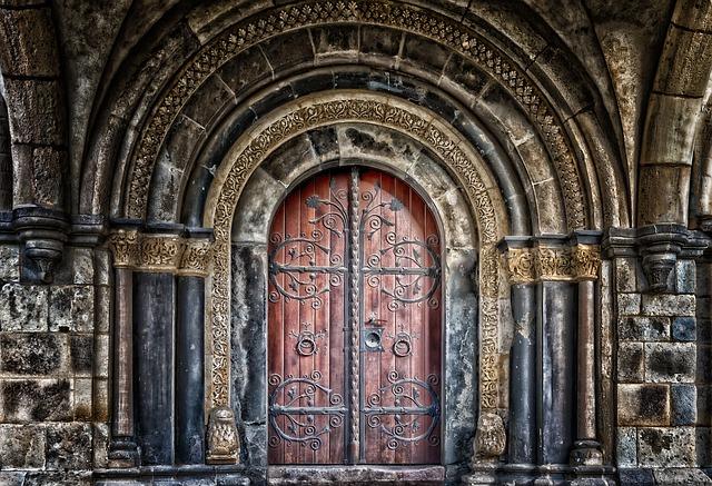 vstupní dveře zámku.jpg