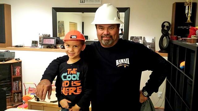 stavební dělník se synem.jpg