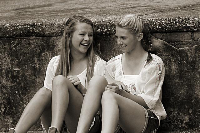 kamarádky s úsměvem