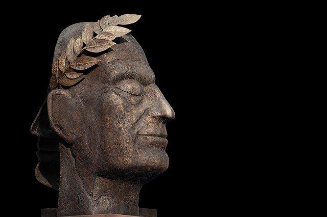 hlava julius caesara